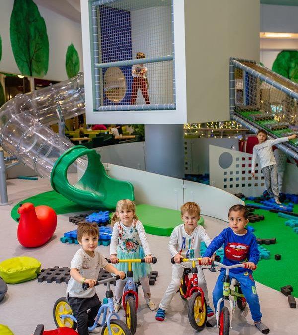 Czy dziecko w sali zabaw jest bezpieczne?