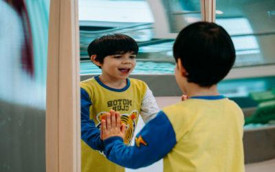 Jak reagować na krzyki i niezadowolenie dziecka w miejscach publicznych? Jak im przeciwdziałać?