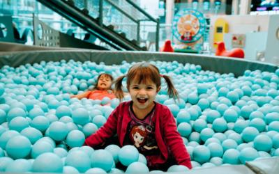 Jak zachęcić malucha do zabawy z innymi dziećmi?
